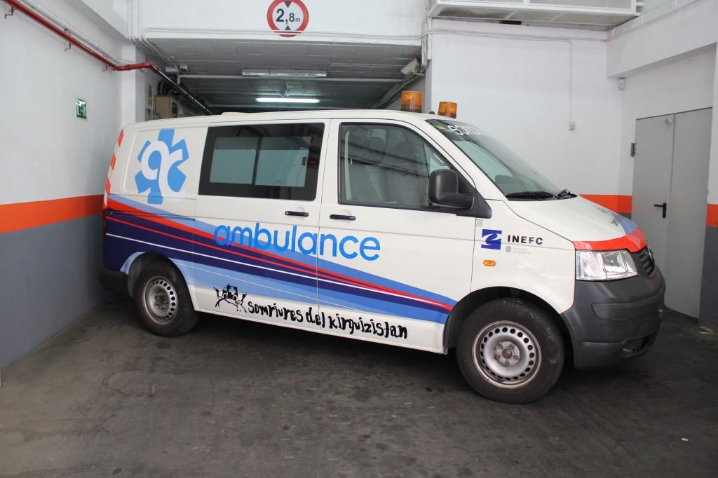 donación ambulancia Somriures del Kirguizistan