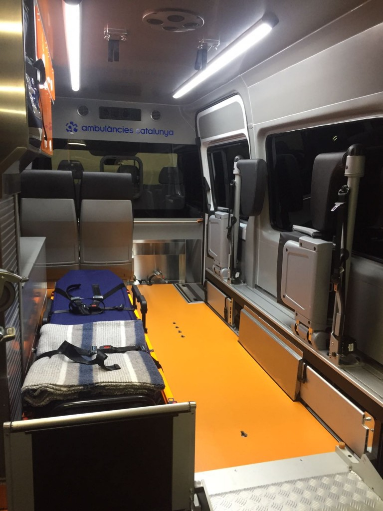 ambulancia con camilla